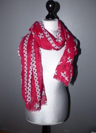 Echarpe rouge bordeau et etoile noie Lulu Castagnette   Echarpe ... c0a311a7728