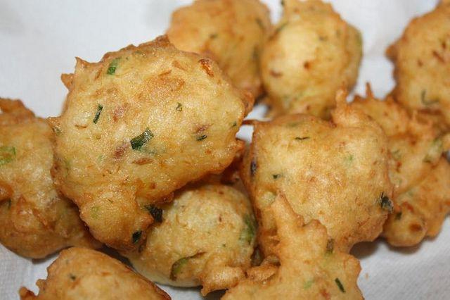 Bakijou accra s gefrituurde balletjes met zoutvis for How to make cod fish cakes