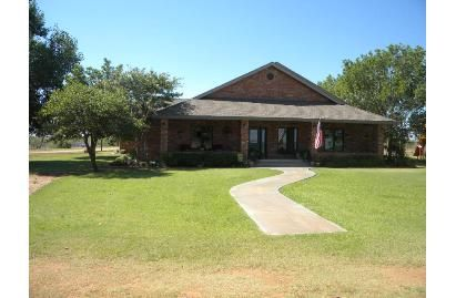 DEEP REDUCTION! Excellent hunting and fishing! Acreage: 195  Price: $1100000