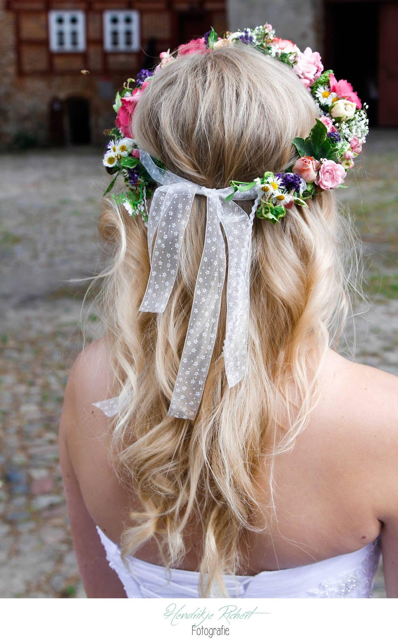 Braut haarschmuck echte blume  Braut| Brautkleid| Haarschmuck| Blumekranz| echte Blumen| Schleife ...