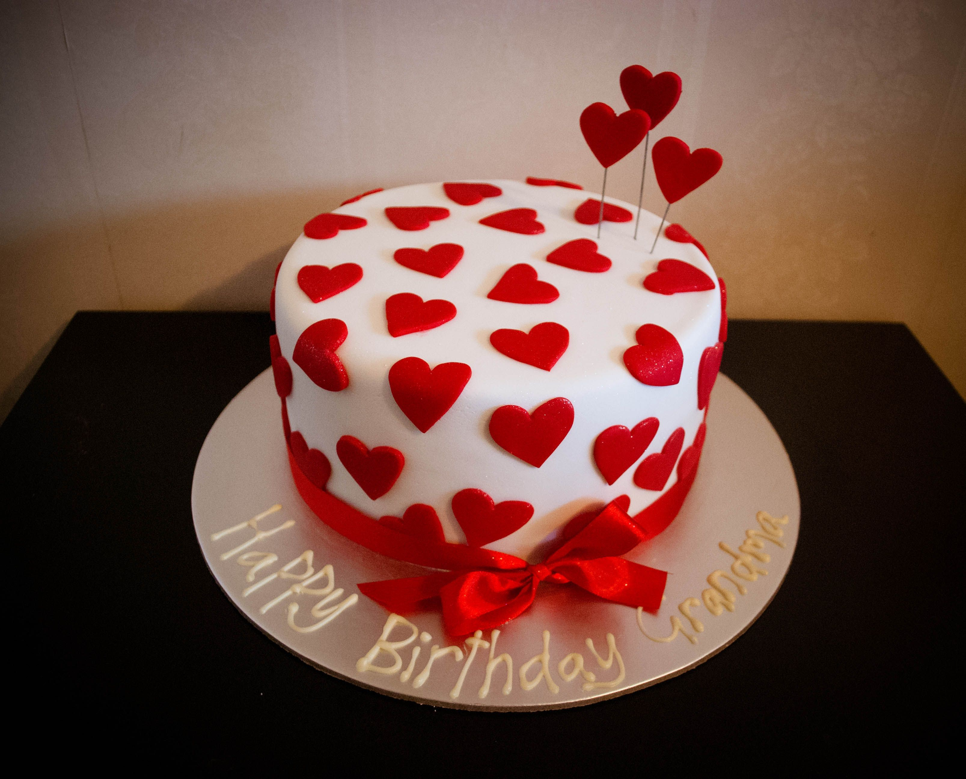 Swell Love Heart Cake For A Special Grandmothers Birthday With Images Personalised Birthday Cards Akebfashionlily Jamesorg