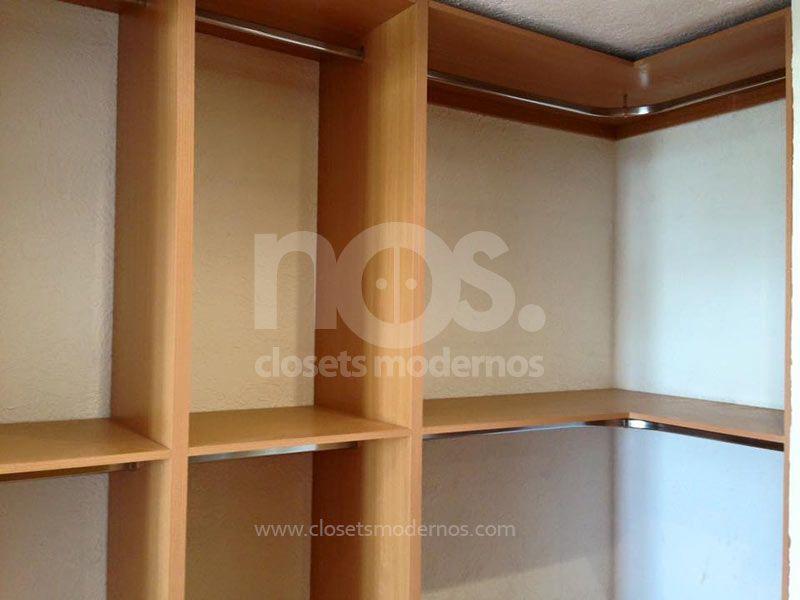 Vestidores modernos minimalistas de madera en la CDMX y Estado de