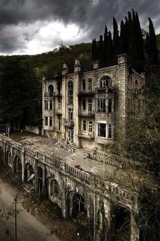 41 Abandoned Places: Where Eerie and Beautiful Overlap