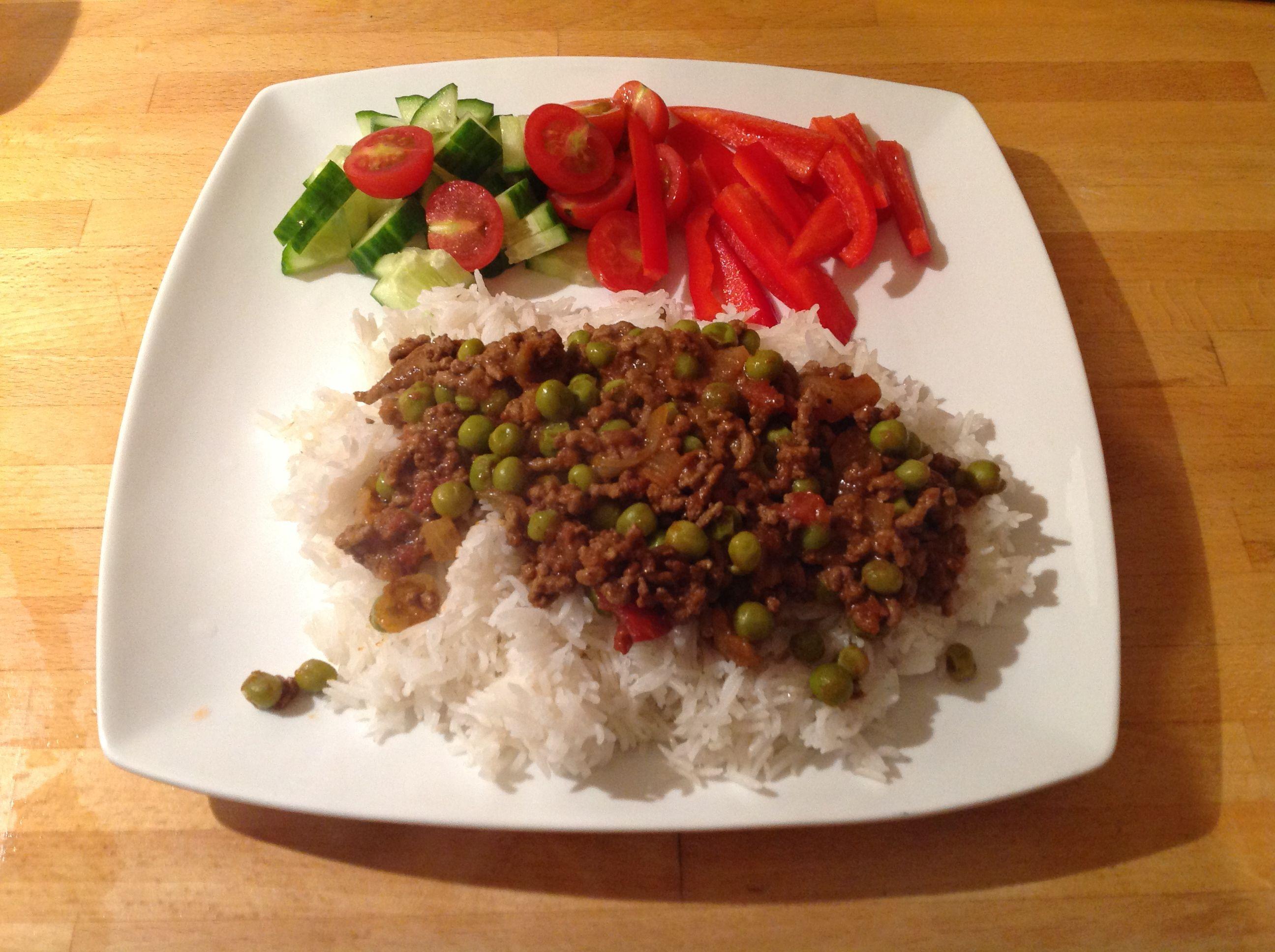 Slimming world syn free beef keema rice salad from the family slimming world syn free beef keema rice salad from the family feasts on a budget recipe book forumfinder Images