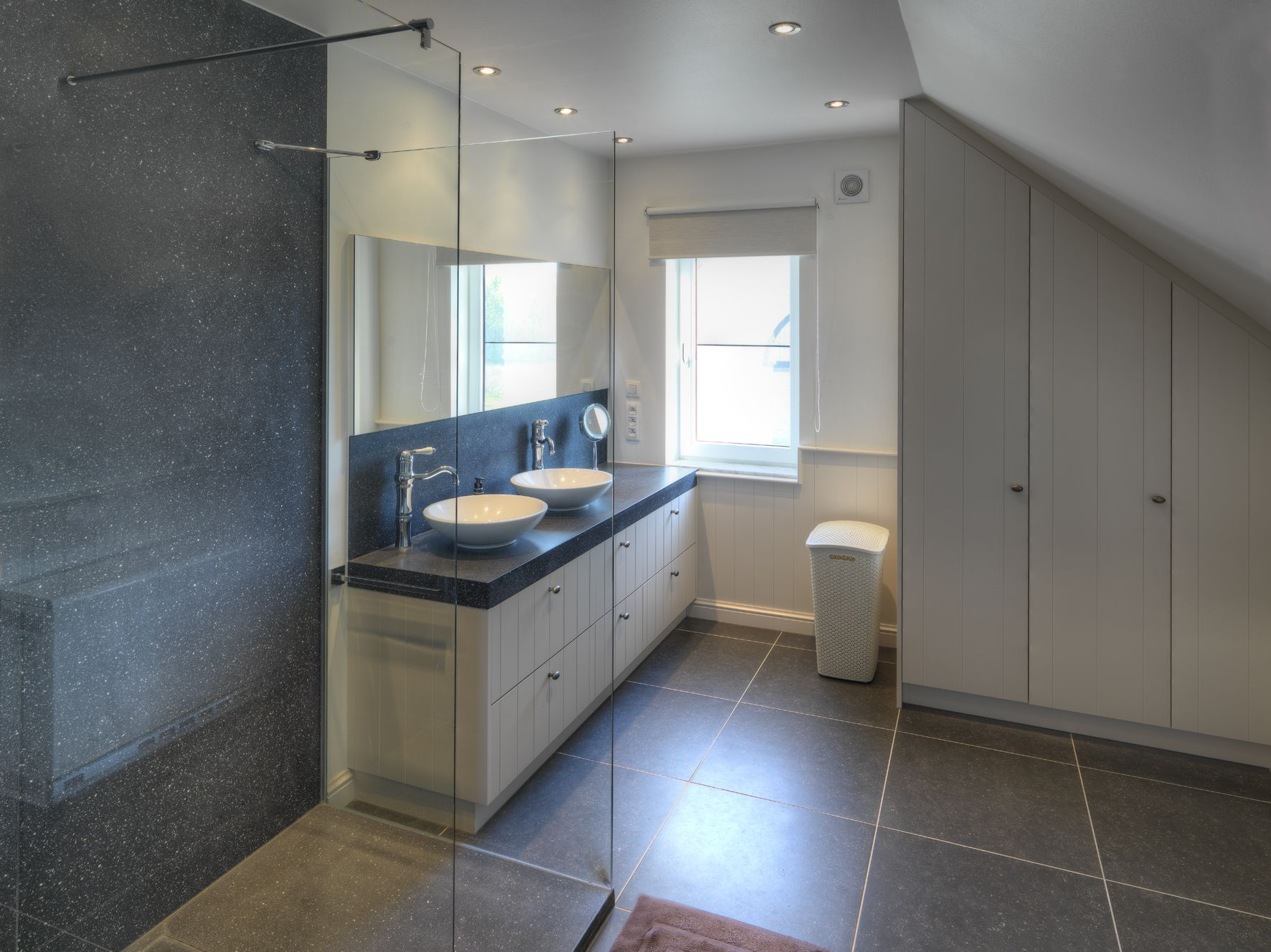 Assenti supplies top-quality bathrooms. This bathroom was completely ...