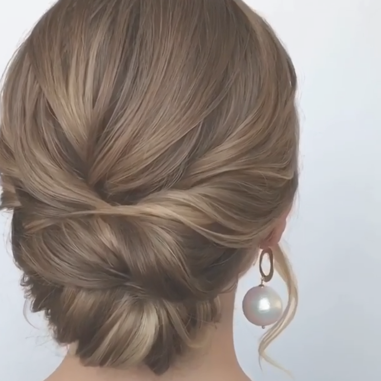 Do You Wanna Diy Elegant Updo Hairstyles For Medium Length Hair View Our Blog To Get More Elegant B Medium Length Hair Styles Easy Updo Hairstyles Hair Styles