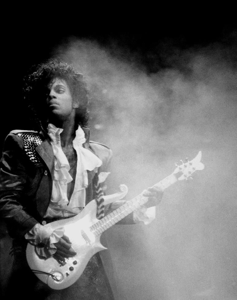 Pin by Knarf Bizzaro on concert photos   Photos of prince