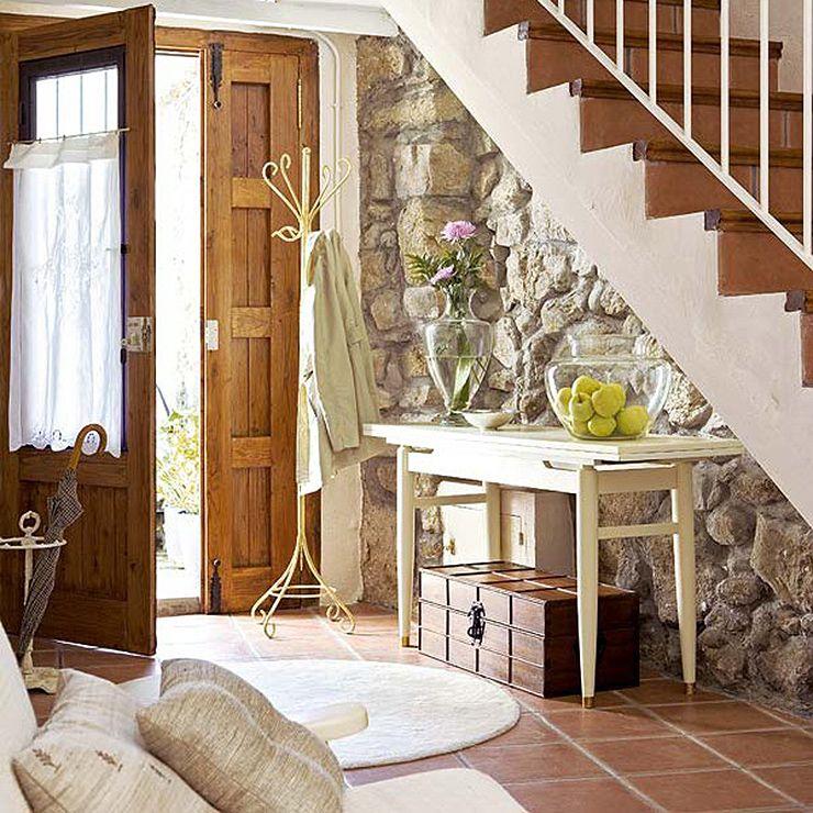 para entrar para salir para recibir a familiares y amigos para el recibidor es el primer ambiente que se ve en tu casa est bien decorado