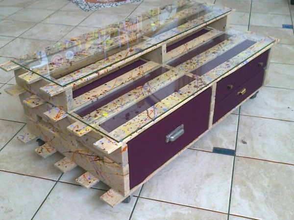 Palletmobili: pallets furniture this is a great idea for display cases for my shop. finally, a pallet project i can do.
