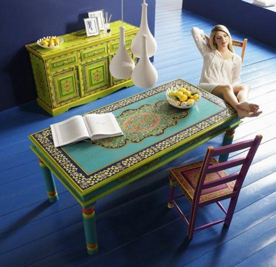 Bemalte Möbel mit romantischen Motiven für Zuhause   Kare design, Couchtisch bemalen und ...