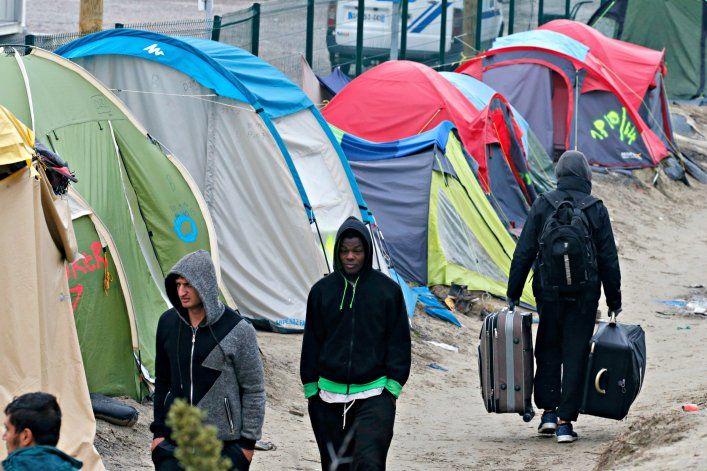161024-calais-refugees-cheat