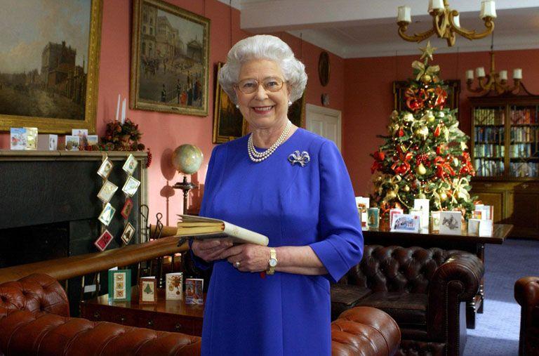 II. Erzsébet lufival a térde között rohangált: karácsonyi titkok a Windsor-házból
