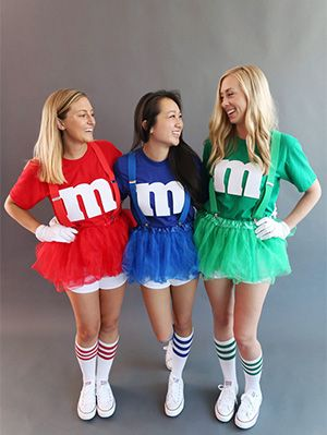 10 Clever DIY Halloween Costumes You Can Make Using A Plain