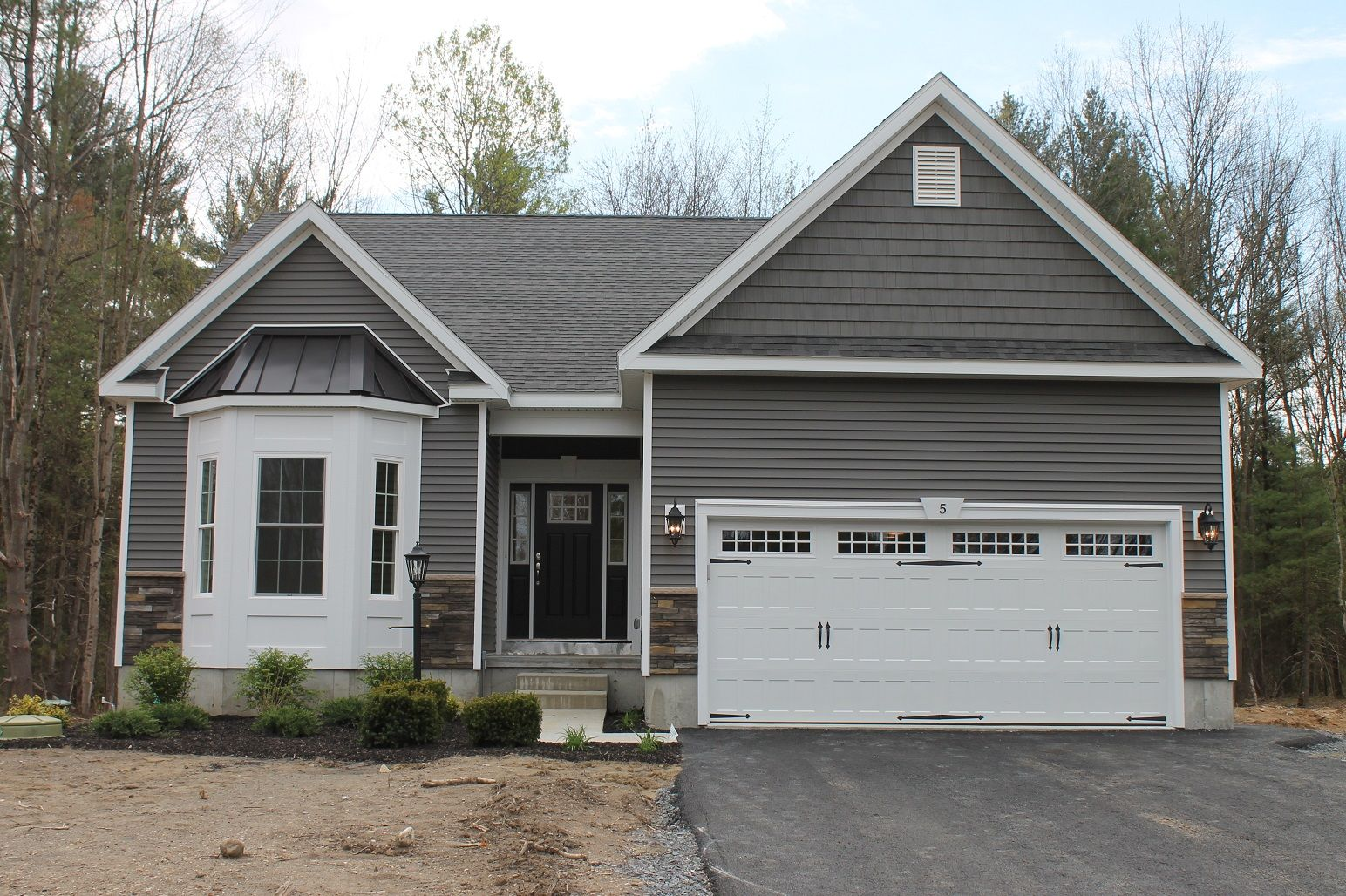 Another Beautiful Home Our Jackson Model With Woodsman Select Siding In Graphite With Graphite Shakes Exterior House Colors Rustic Farmhouse Building A House