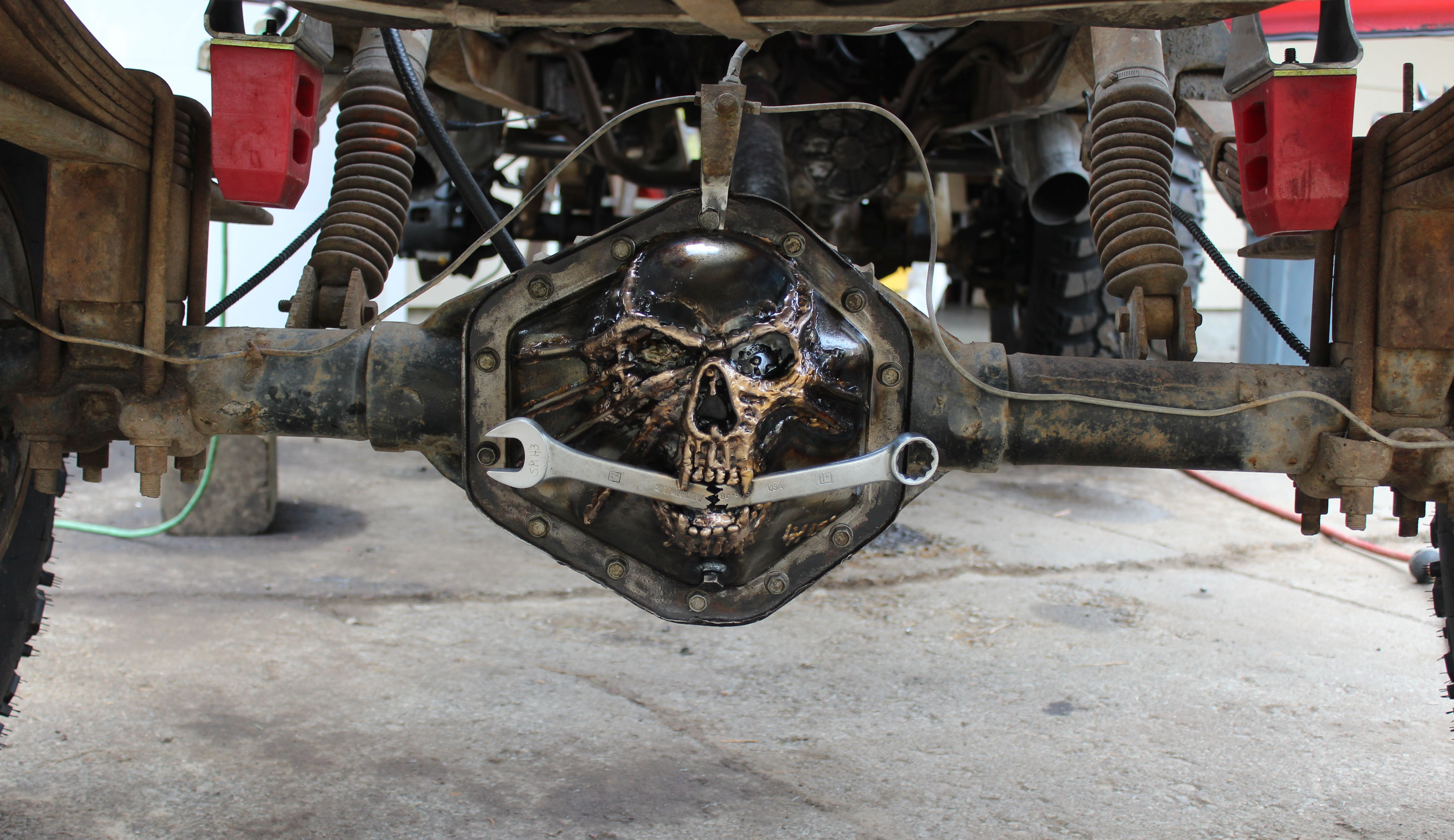 Gm 14 bolt 1 ton dana 60 differential cover rear axle skull steel with a wrench in his mouth on my 54 chevy rat rod truck