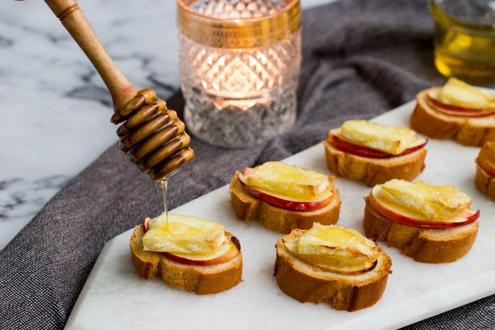 Bruschetta met brie, appel & honing »