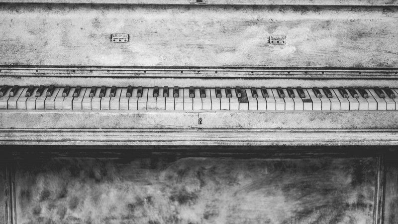 Download The Piano Wallpaper 4k Hd It Is An Old Rustic