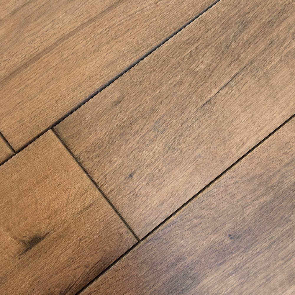 Natuurlijke kleur: Materiaalkleur. Bijvoorbeeld: Bruin hout