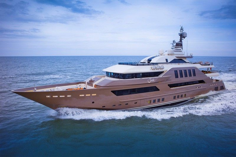 The Most Spectacular Yacht In The World With Indoor Pool Aquarium And World S First Floating Garage Luxury Yachts Super Yachts Yacht World