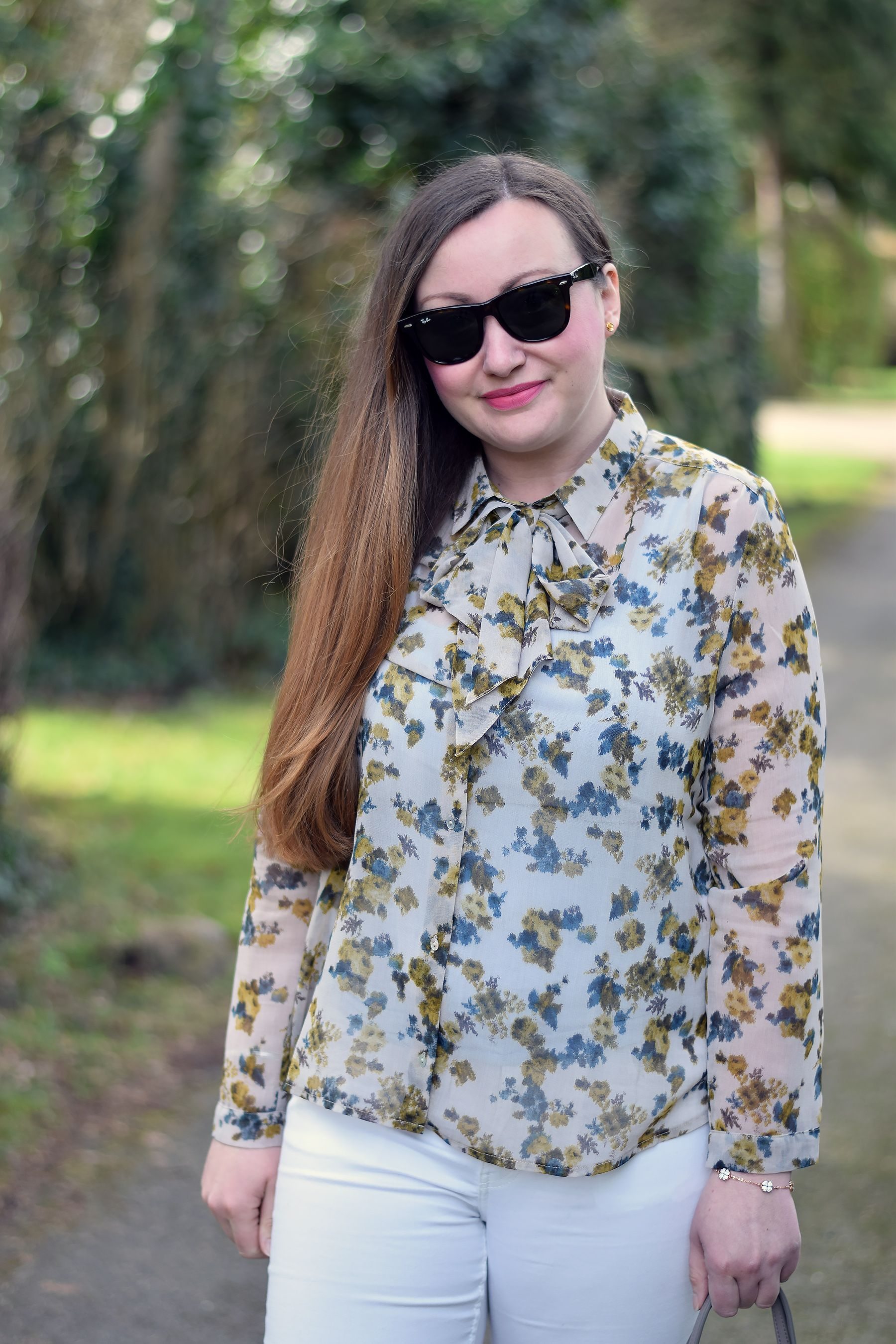 268300369cacd Fashion blogger  Jacquard Flower  styles our  Yellow Blue Flowers Blouse   with white jeans