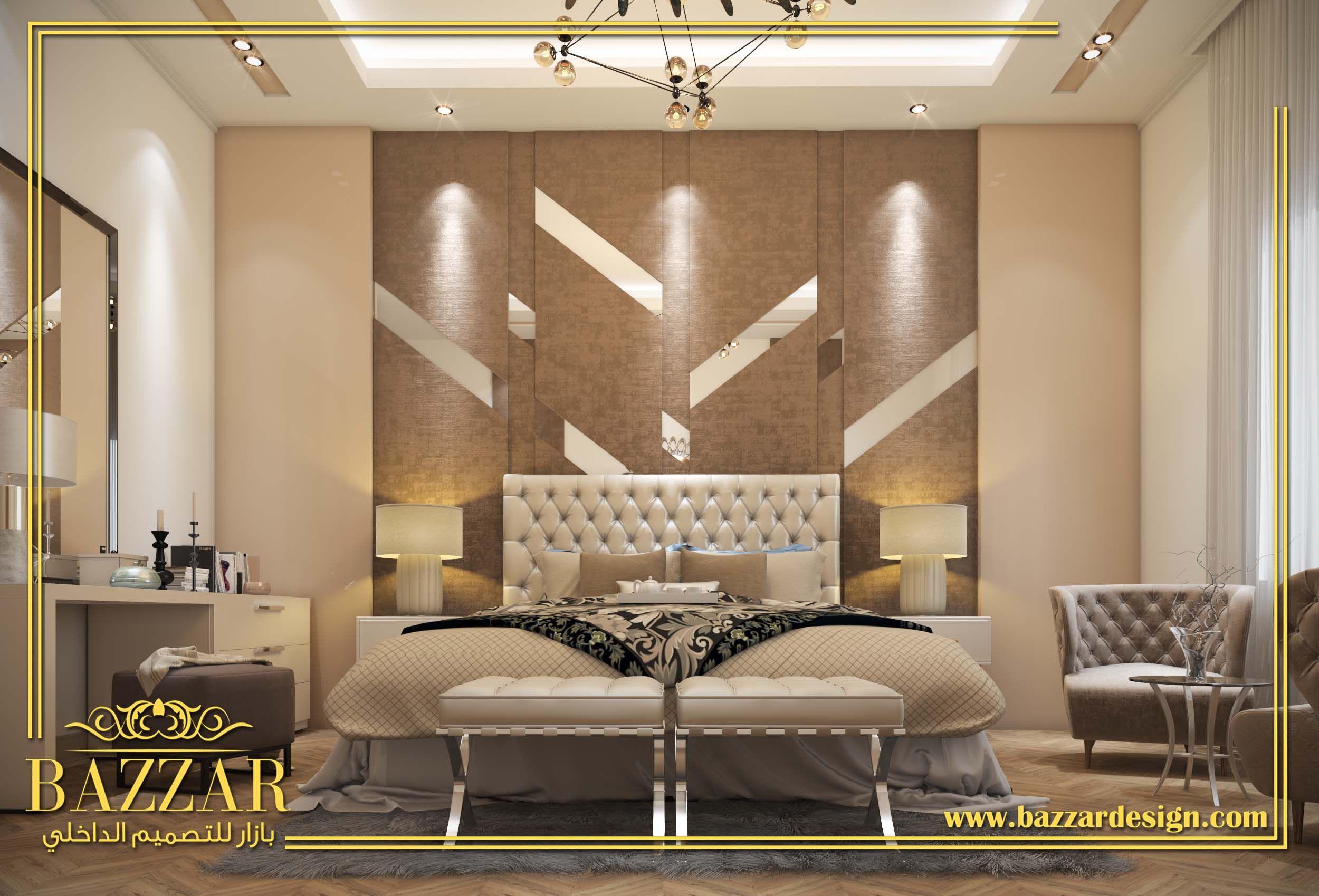 غرفة نوم ماستر نيوكلاسيك بيج وارضيات باركية مع اضاءه هادئه خلف السرير وتصميم سقف عصري Masterbedroom Neo Ca Classic Bedroom Bedroom Inspirations Interior Design