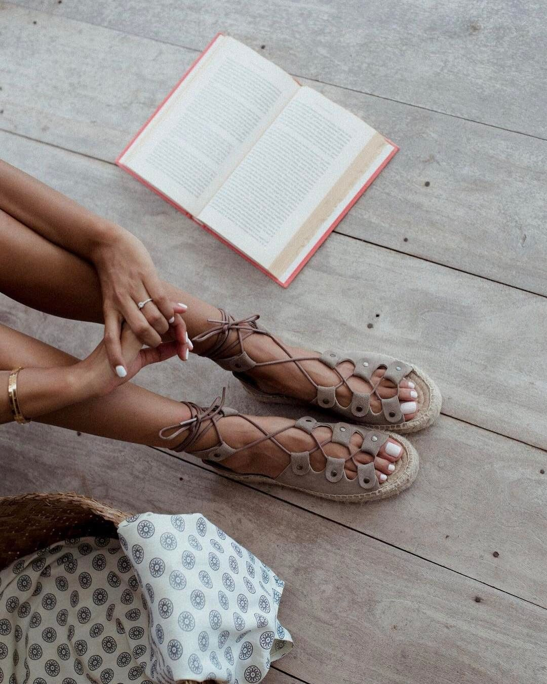 "bf0cd9dfcc Julie Sarinana - Soludos (@soludos) у апликацији Instagram: ""📖quiet  moments in bali / while the rain fell outside. our ghillie lace up sandals  are made ..."
