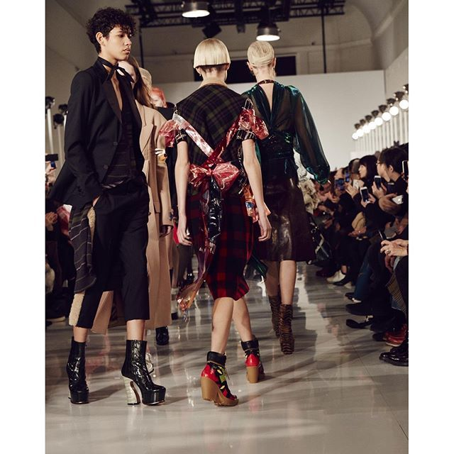 maisonmargielaShown Wednesday, March 2nd at the Grand Palais, the Maison Margiela Autumn-Winter 2016 Collection features a vocabulary of sartorial glamour intermingled with a 'raw-core' touch. See the collection in motion in the complete runway video via link in bio. #pfw2016/03/05 02:28:49