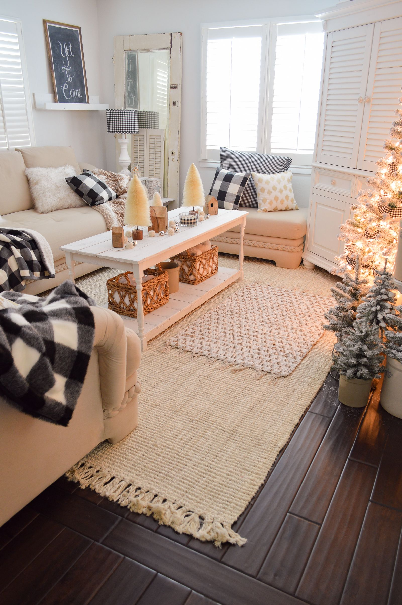 Cozy Cottage Winter Living Room Decorating Ideas Winter Living Room Living Room Decor Cozy Home Decor