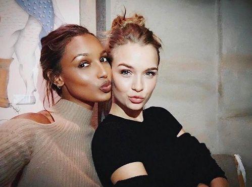 Les mises en beauté glowy de Jasmine Tookes et Josephine Skriver sur Instagram