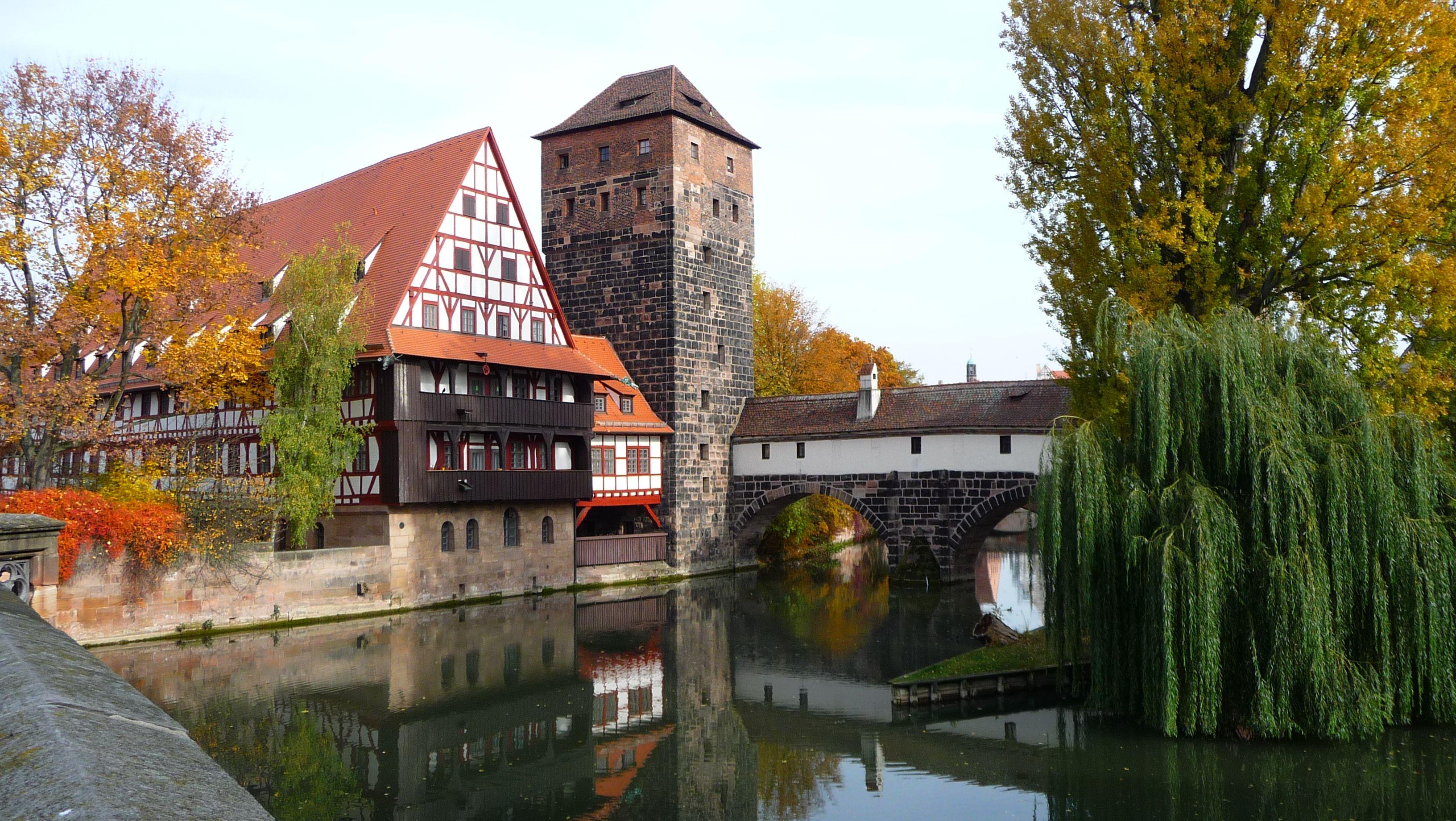 It S Autumn In Nuremberg Here At The Famous Weinstadl With The Hangman S House At The River Pegnitz Photo Ctz Deutschland Burgen Reisen Urlaub Reisen