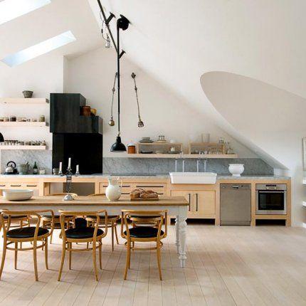 tout en longueur espace cuisine pinterest cuisine en longueur longueur et sous les toits. Black Bedroom Furniture Sets. Home Design Ideas