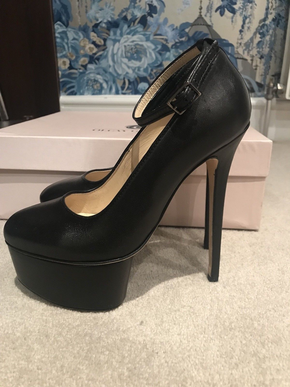 NEVER WORN Olcay Gulsen Designer Black Platform High Heel