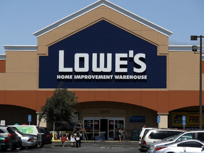 A Hardware Store Just Hired An Air Force Vet Clay Luthy And His Dog Because People Can Be Amazing Lowes Home Improvements Beautiful Locations Lowes