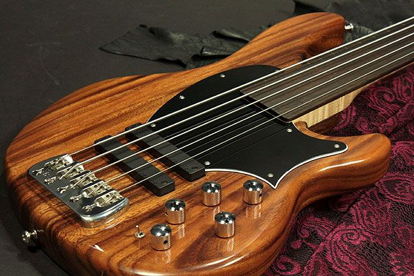 this fretless bass is a japanese brand clover avenger looks swank electric bass guitars in. Black Bedroom Furniture Sets. Home Design Ideas