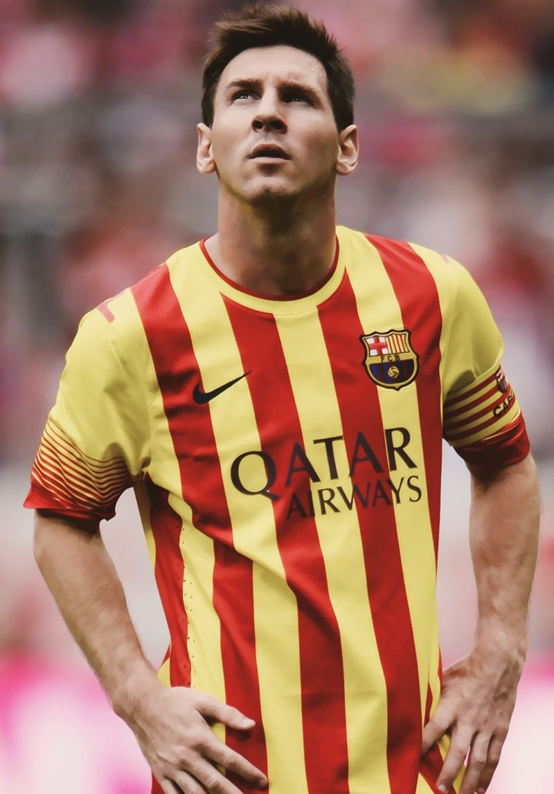 Lionel Andrés Messi. That is my favorite player. He is known as the best player in the world. I wanna play like him.