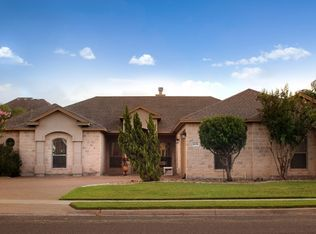 View 22 Photos Of This 320 000 4 Bed 3 0 Bath 2683 Sqft Single Family Home Located At 6118 Strasbourg Dr Corpus Chr Corpus Christi Strasbourg House Styles