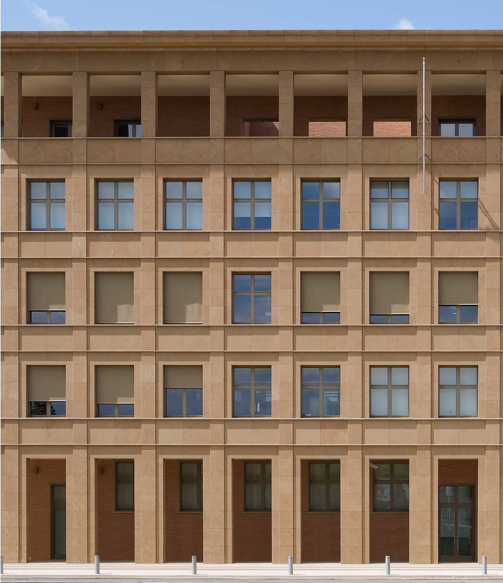 Giorgio Grassi · Nuova sede della Cassa di Risparmio di Firenze architecture Pinterest