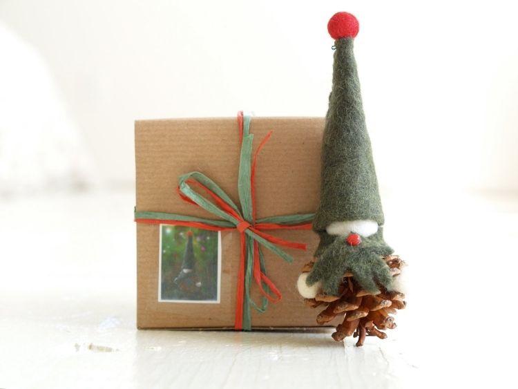kleine zwerge und m nnchen aus zapfen basteln weihnachten pinterest wichtel basteln. Black Bedroom Furniture Sets. Home Design Ideas