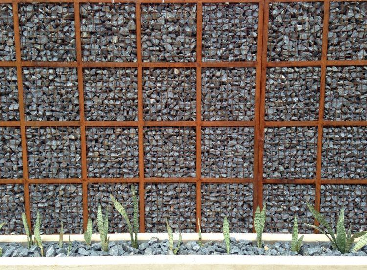 Gabionenwand gabionenzaun moderne gartengestaltung for Gartengestaltung rost