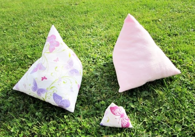 kostenlose anleitung pyramidenkissen als buchst tze oder kleiner auch als eiersitzsack kleine. Black Bedroom Furniture Sets. Home Design Ideas