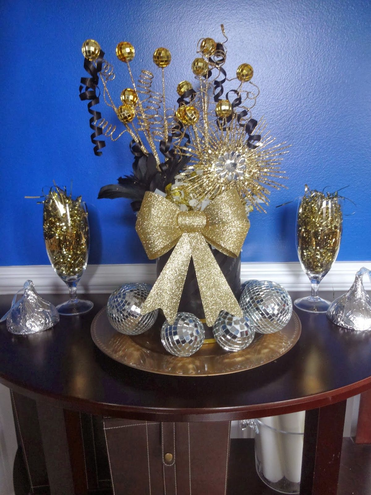 : New Years Eve Decor | New years eve decorations, New ...
