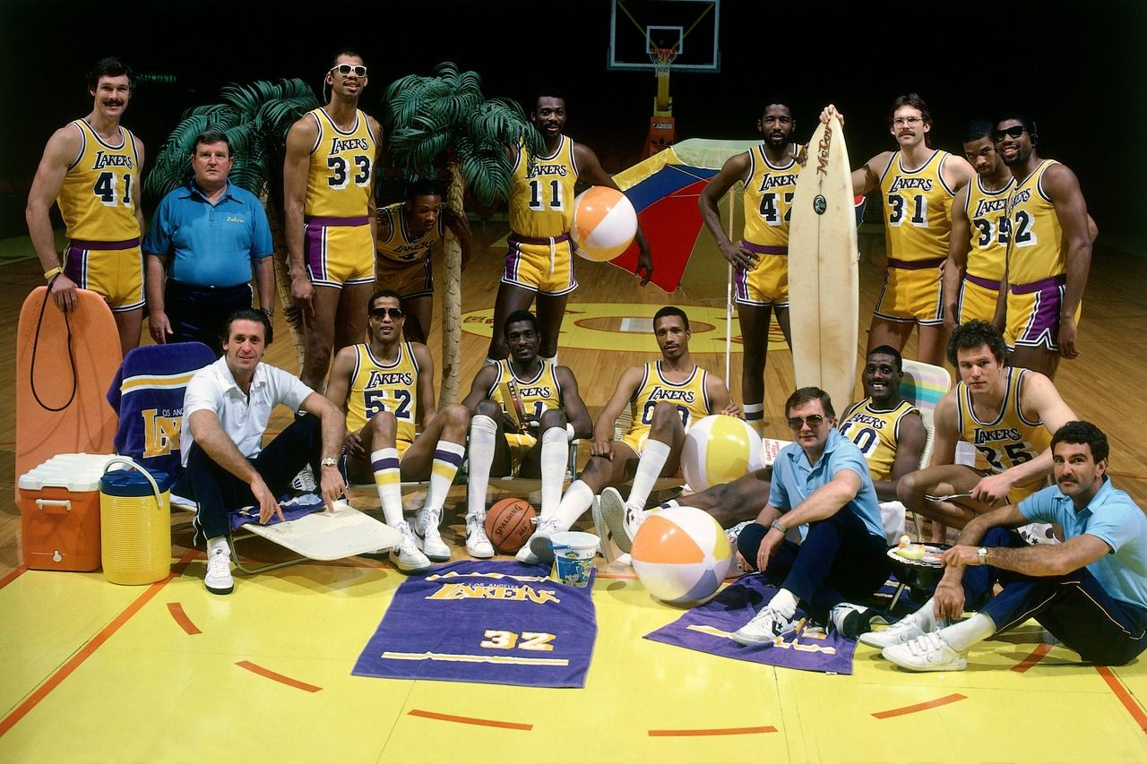 Throwback Photos Not So Ordinary Team Photos 2 Nba Championships Showtime Lakers Los Angeles Lakers