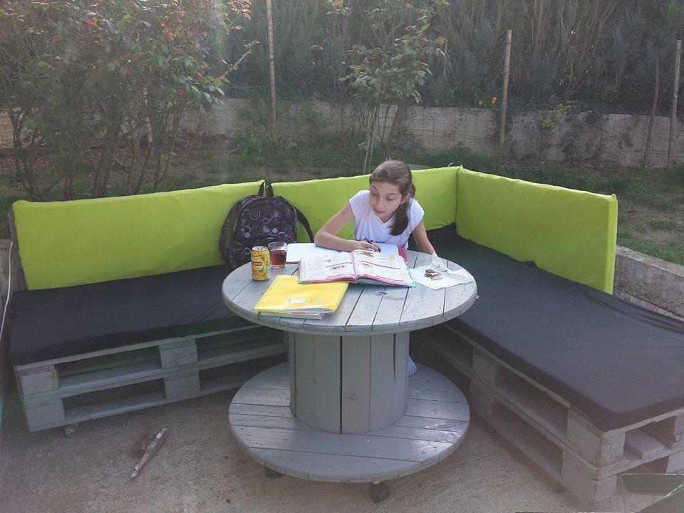 Banc en palettes et table en touret | Meubles en palette | Pinterest ...