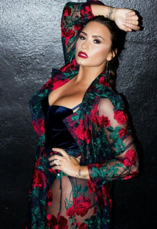 Demi Lovato Patiently Waiting To Wear Something Like This For Someone Demi Lovato Body Demi Lovato Pictures Demi Lovato