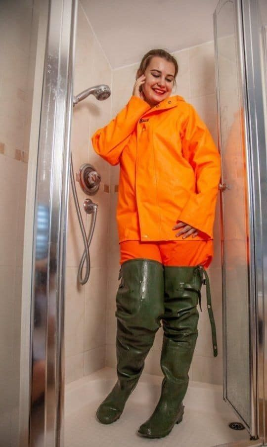 Pin von Annalies. auf rubberboots and waders 5 in 2020