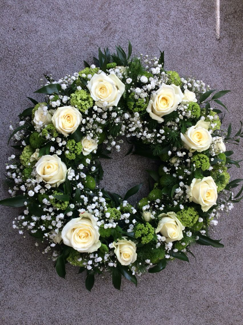 White rose and gypspohila wreath funeral flowers wreaths white rose and gypspohila wreath izmirmasajfo