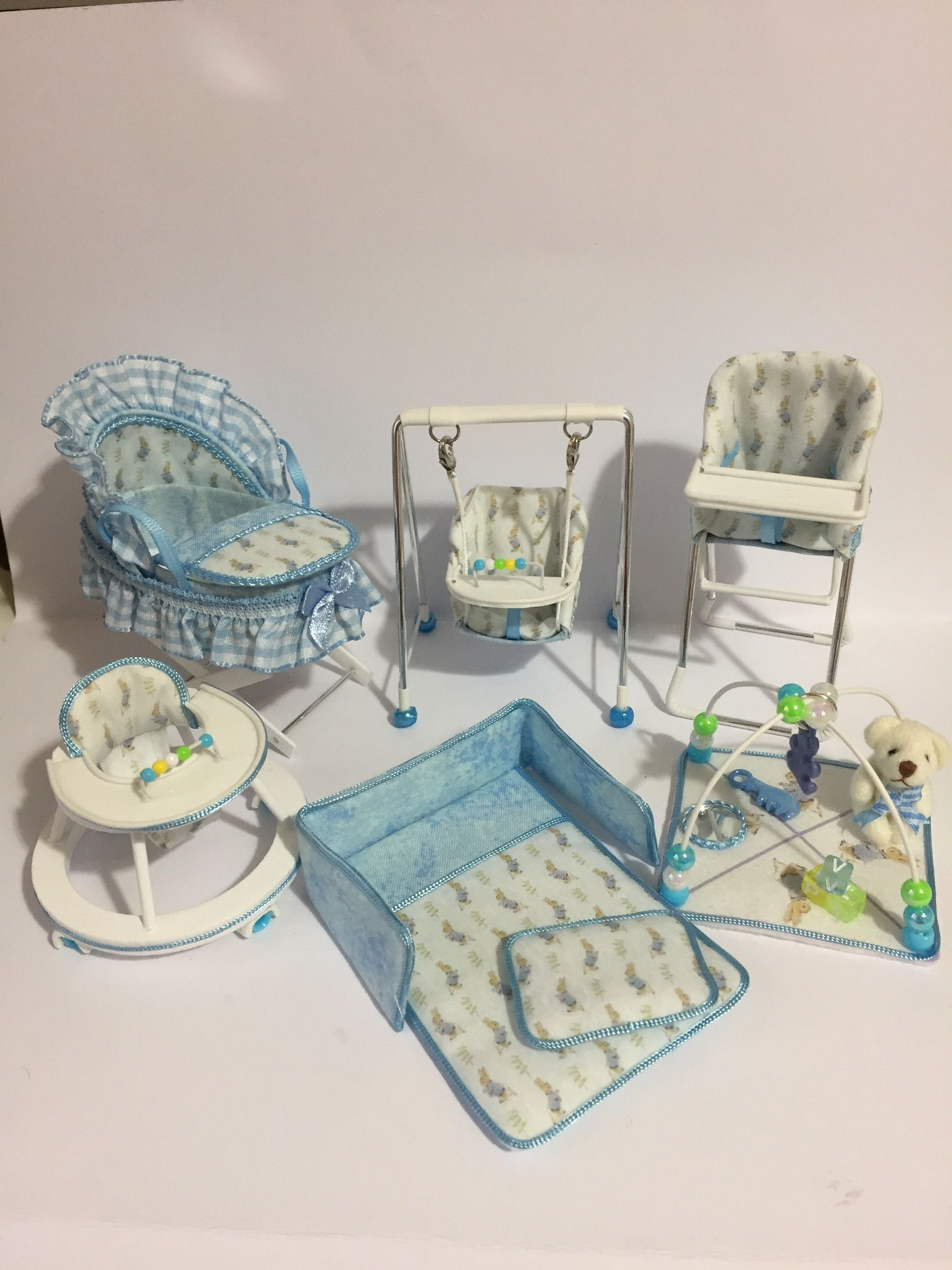 Miniature Dollhouse Furniture, Dollhouse Ideas, Barbie Clothes Patterns, Doll Clothes,