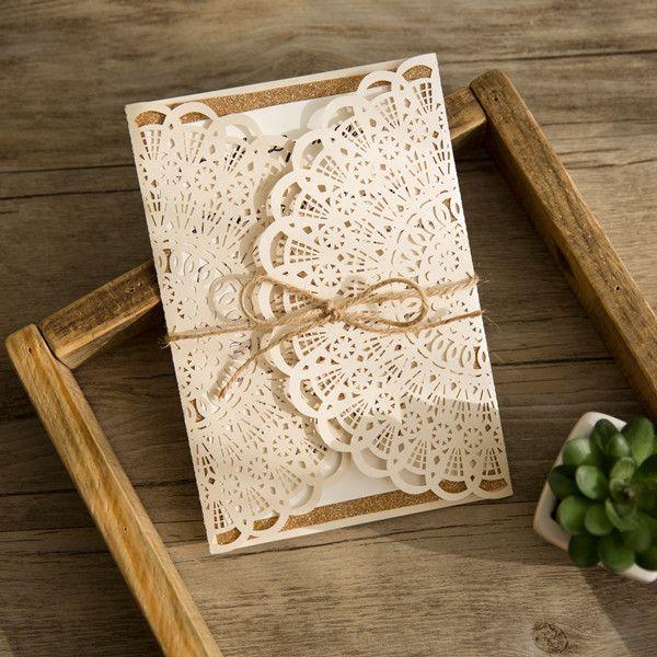 rustikale hochzeitskarte mit glaenzendem papier und jute-band, Einladung
