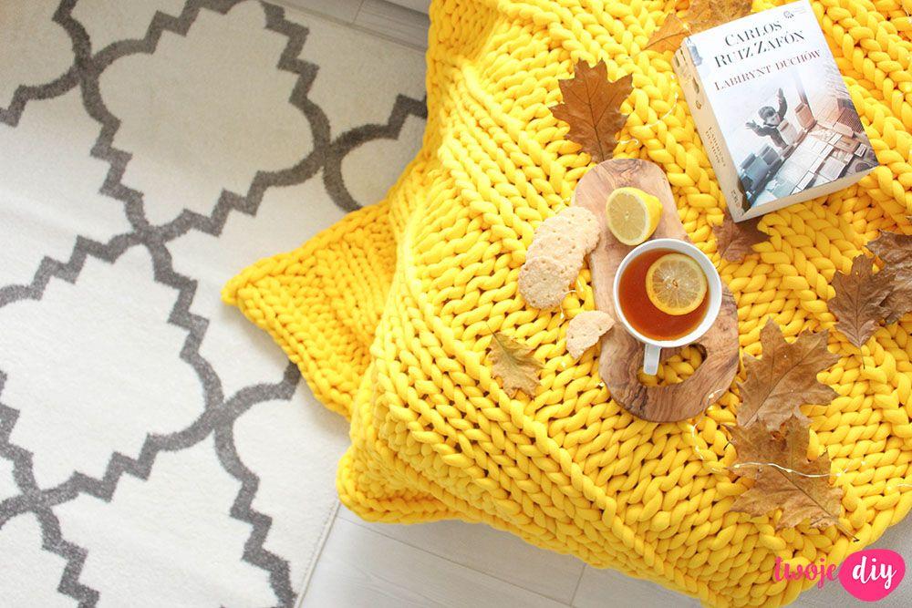 Jak Zrobic Koc Pleciony Na Rekach Twoje Diy Diy Crochet Crochet Earrings