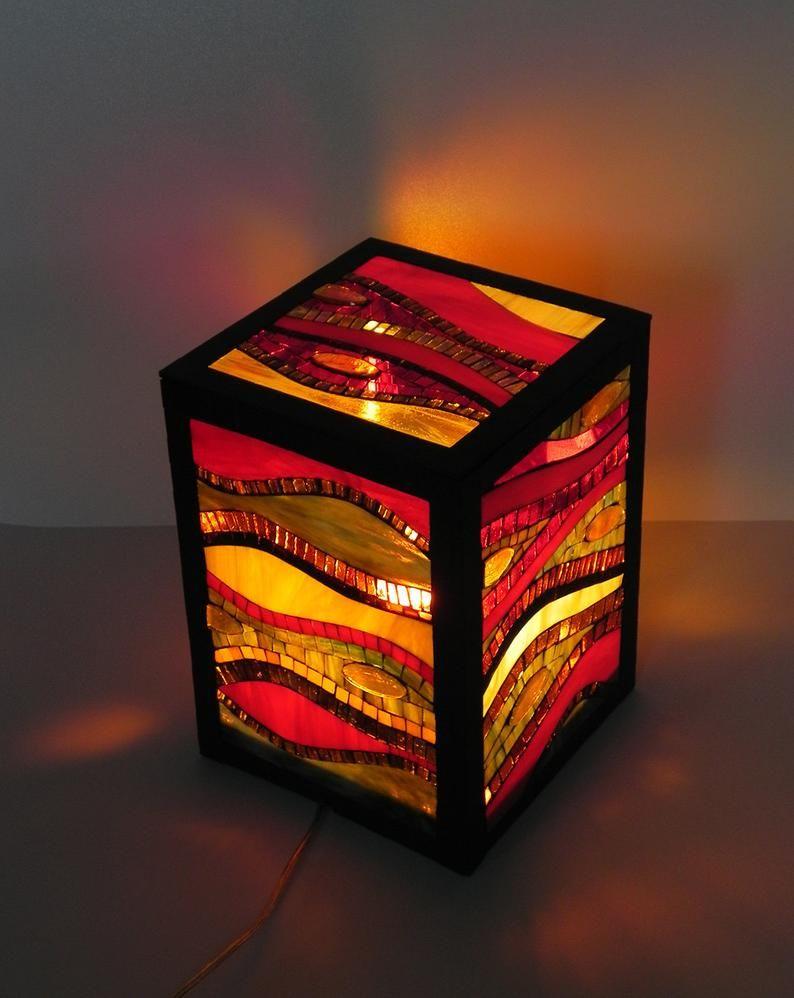 Lampe Debout En Mosaique De Verre Teinte Lampe De Plancher Lampe De Table D Accent Dans Des Couleurs Chaudes Rouge Jaune Orange Ambre Verre En Mosaique Lampes De Table Et Projets